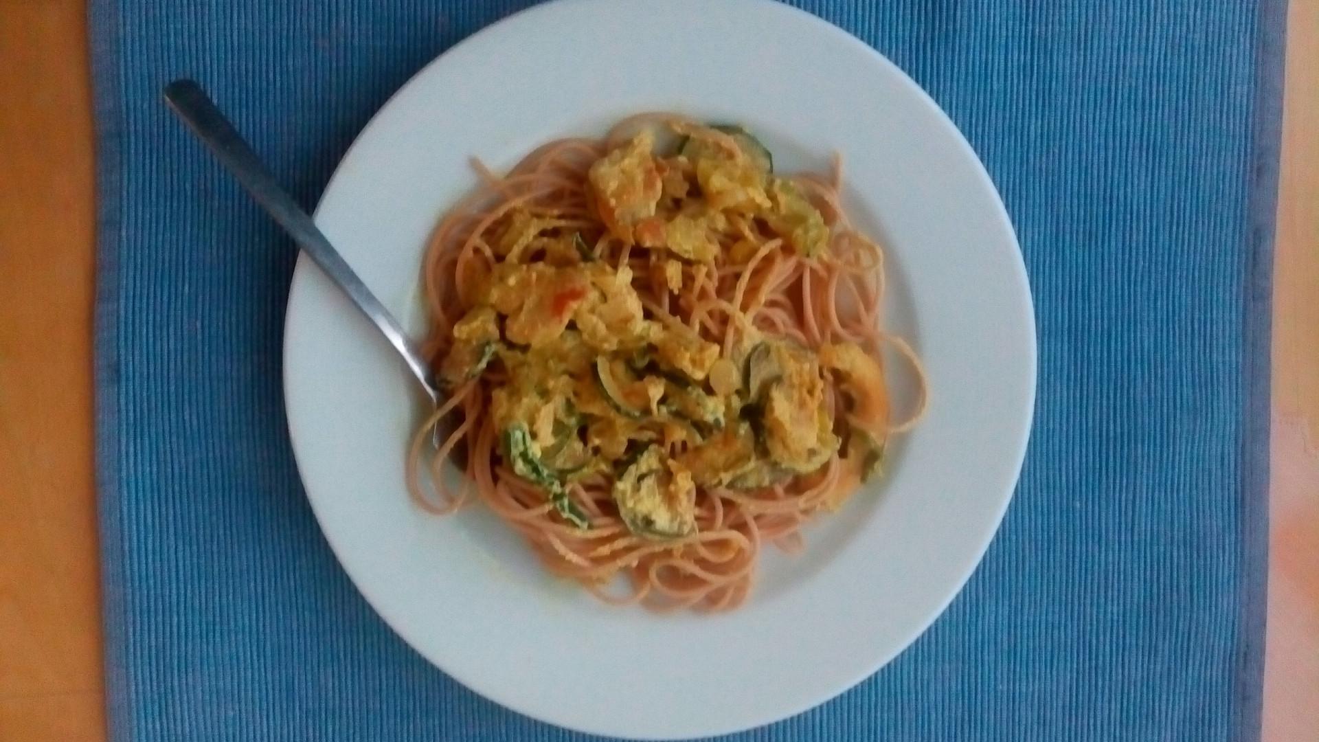 Celozrnné špagety se zelenou omáčkou