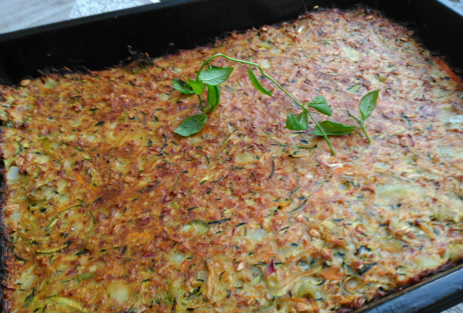 Cuketový trhanýkoláč s mrkví, ředkvičkami, bramborou a ovesnými vločkami