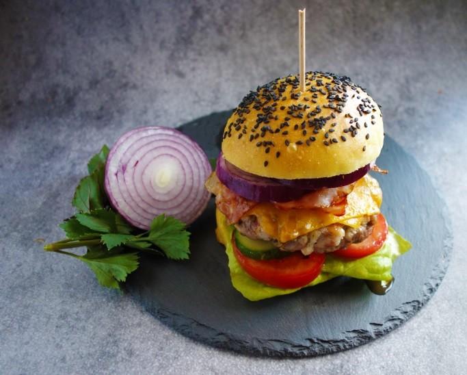 Domácí hamburger z hovězího masa