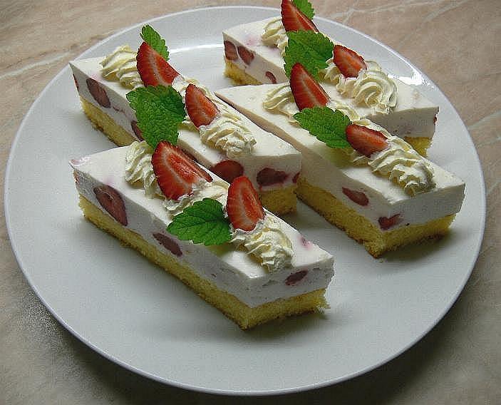Jogurtové řezy s ovocem