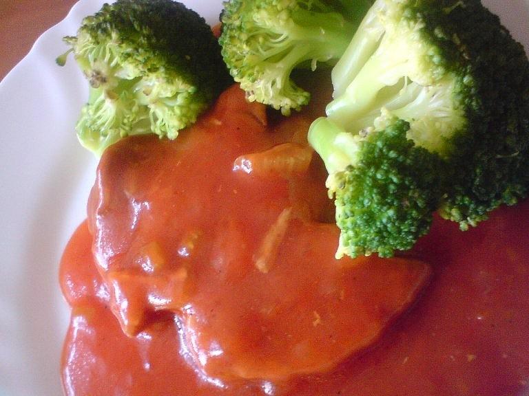 Krůtí plátek v rajčatové omáčce