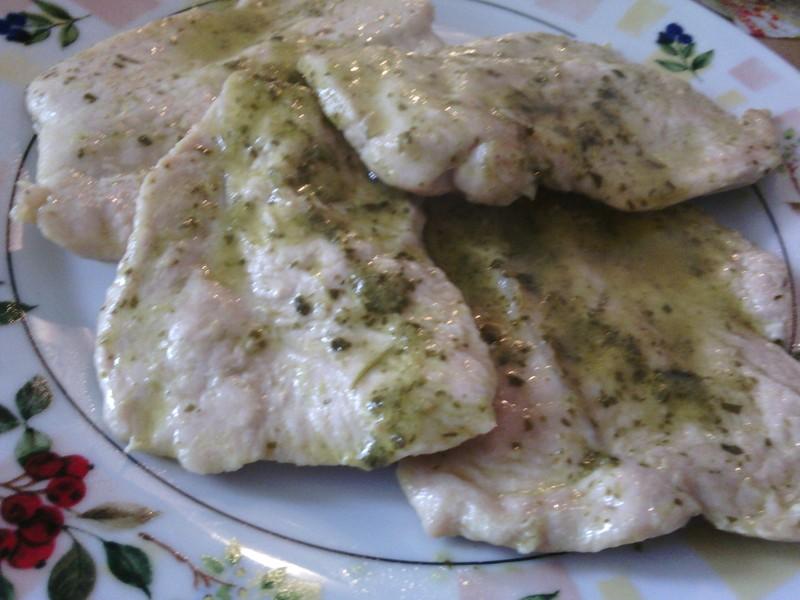 Krůtí plátky se salsou verde - zelenou omáčkou