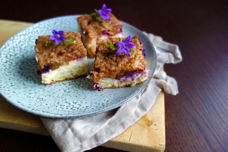Kynutý koláč s tvarohem a drobenkou