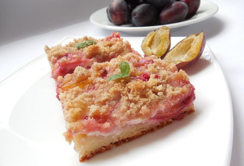 Kynutý švestkový koláč s tvarohem