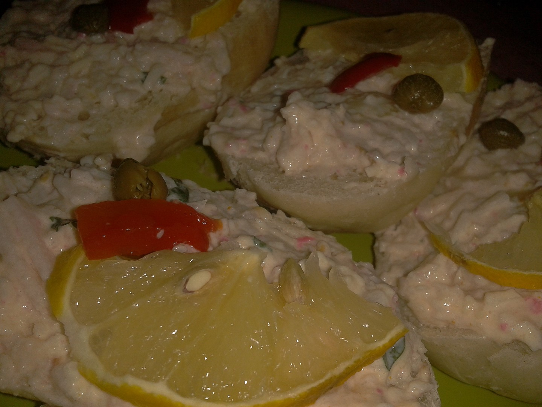 Opravdu výtečná pomazánka z krabích tyčinek, slaniny, sýra a smetany