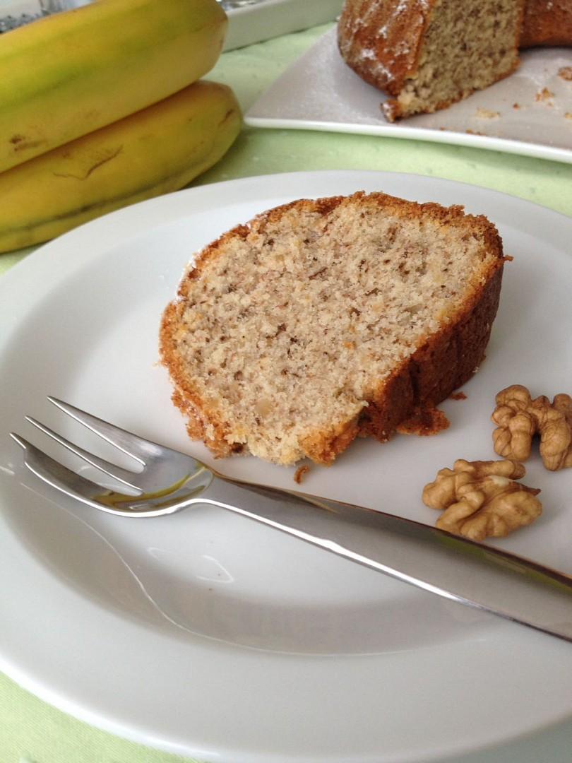 Ořechová bábovka s banány