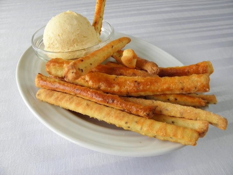 Pikantní tyčinky s chia semínky a sýrovou pomazánkou