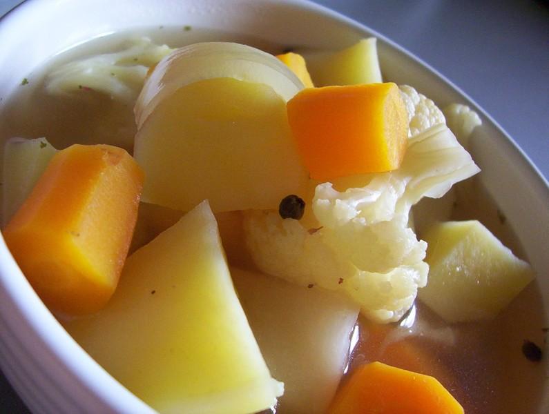 Polévka z květákového vývaru