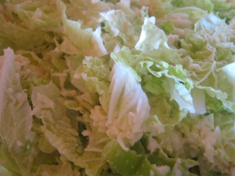 Salát z čínského zelí a sýra