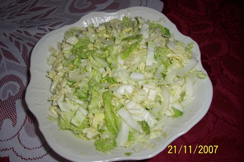 Salát z čínského zelí s cibulí