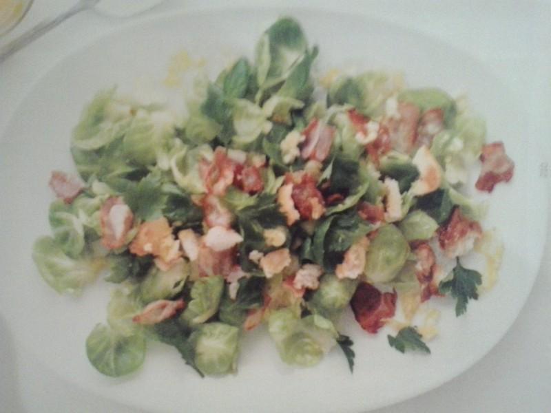Salát z kapustiček s křupavou slaninou