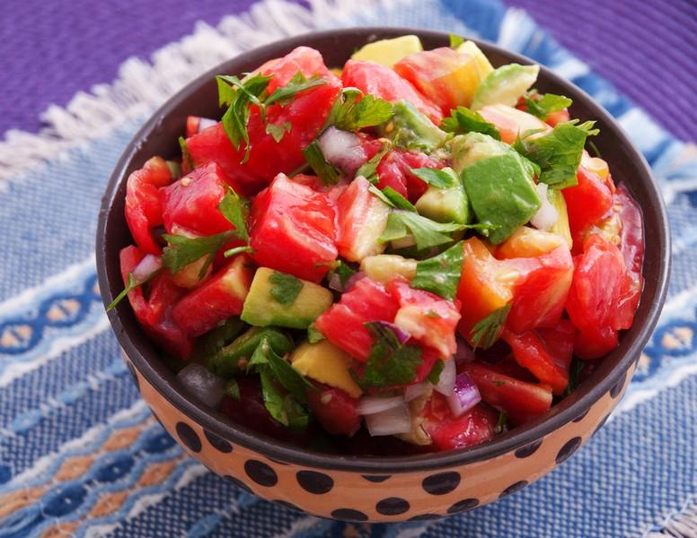 Španělský salát s rajčatovou zálivkou