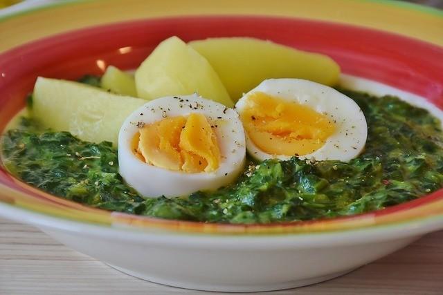 Špenát s vejci a bramborem
