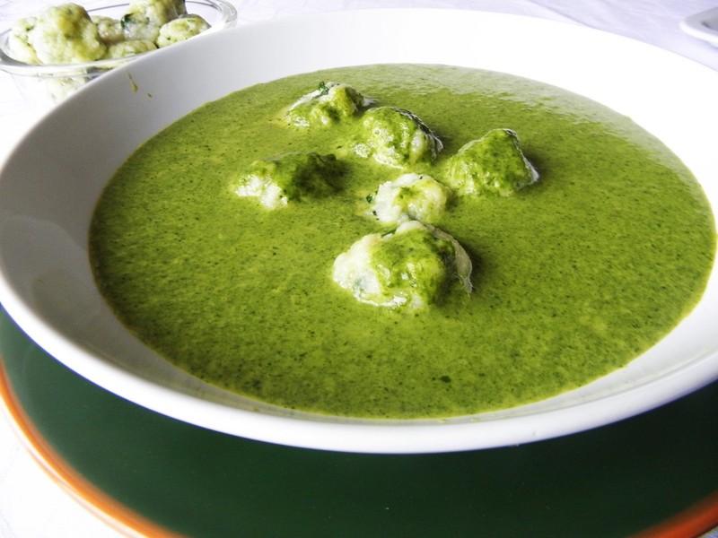 Špenátová krémová polévka s knedlíčky