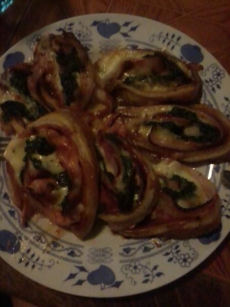 Špenátovo-slaninové motance z listového těsta