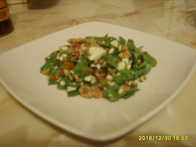 Špenátový salát s balkánem