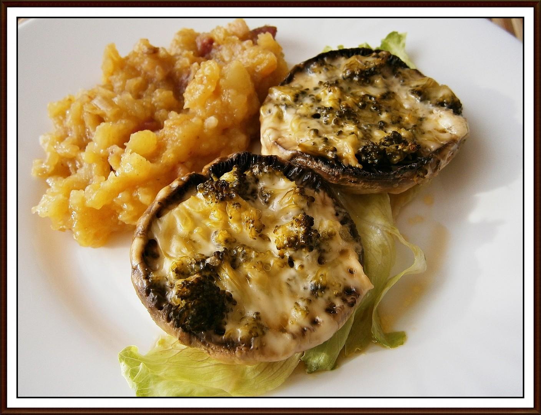 Žampiony plněné brokolicí a více druhy sýrů